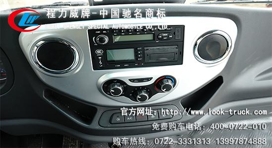 江淮气瓶运输车驾驶室内部结构图及雨天发车场景
