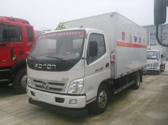 福田奥铃4.14米腐蚀性物品厢式运输车
