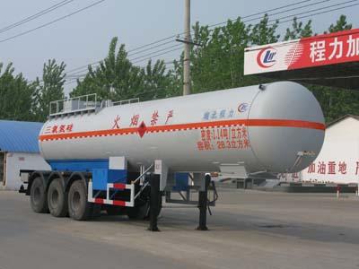 28.3方三氯氢硅三轿半挂运输车