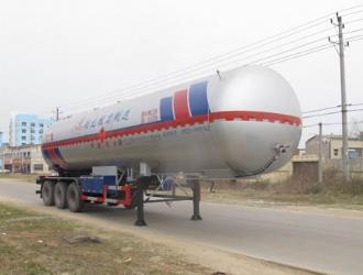 52.6方三桥半挂液化气体运输车(丁二烯)