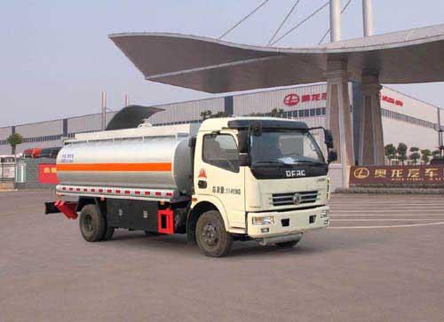 多利卡8.26方食用油运输车