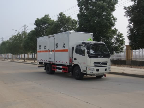 东风5.15米国五杂项危险物品运输车