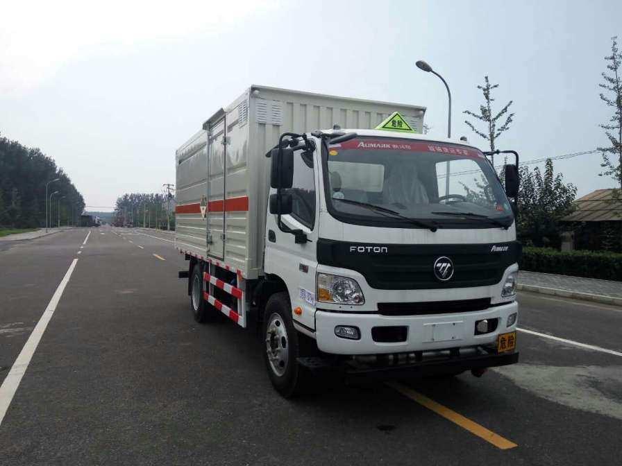 福田欧马可5.2米危险废物运输车