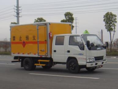 江铃双排3.3米易燃气体厢式运输车