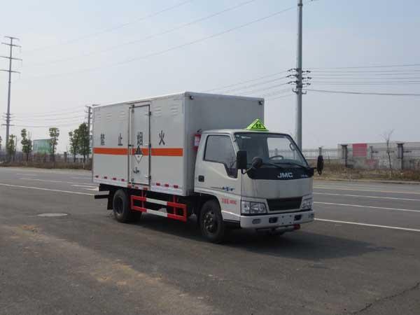 蓝牌 江铃4.2米废电池危险物品厢式运输车