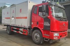 解放6.2米10.4吨危险废物运输车