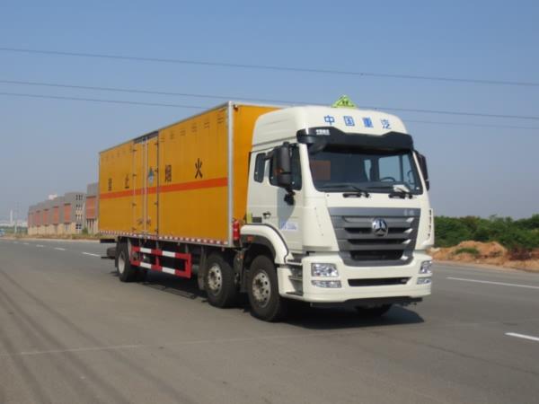 重汽危险品废物运输车