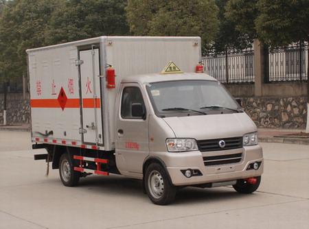 东风2.98米单轮易燃气体厢式运输车