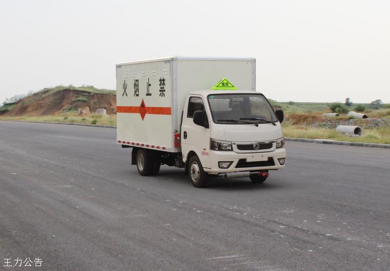 东风易燃气体厢式运输车