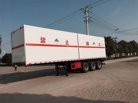 31.3吨危险废物运输半挂车(10.6米)